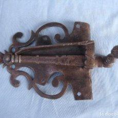 Antigüedades: ANTIGUO PESTILLO EN HIERRO FORJADO.. Lote 98729639