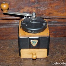 Antigüedades: MOLINILLO DE CAFÉ MADERA Y METAL. PEUGEOT. C 1940. FRANCIA. Lote 98803167