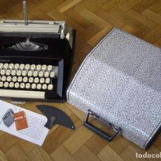 Antigüedades: MAQUINA DE ESCRIBIR MARITSA 13 CON SU MALETIN - AÑOS 70 TYPEWRITER. Lote 98858255