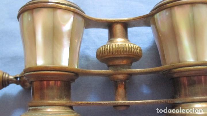 Antigüedades: PRISMÁTICOS BINOCULARES DE OPERA EN NÁCAR CON MANGO MÓVIL - Foto 10 - 98864659