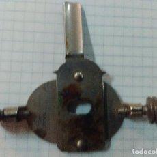 Antigüedades: ACCESORIO DE MAQUINA DE COSER SINGER. Lote 98871599