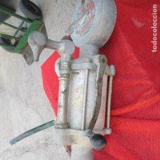 Antigüedades: BONBA ESPENDEDORA DE ACEITE . Lote 98891607