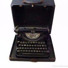 Antigüedades: ANTIGUA MÁQUINA DE ESCRIBIR UNDERWOOD UNIVERSAL PORTABLE CON ESTUCHE DE MANO ORIGINAL- CA. 1920. Lote 96549383
