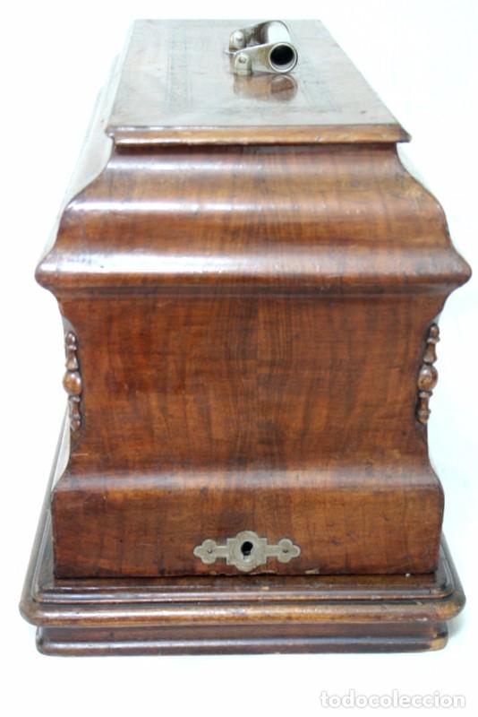 Antigüedades: Antigua máquina de coser de manivela KAYSER, con su caja de madera. - Foto 2 - 99273959