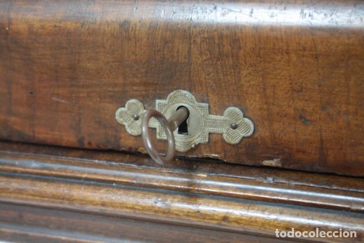 Antigüedades: Antigua máquina de coser de manivela KAYSER, con su caja de madera. - Foto 3 - 99273959