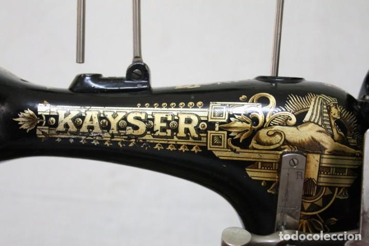 Antigüedades: Antigua máquina de coser de manivela KAYSER, con su caja de madera. - Foto 8 - 99273959