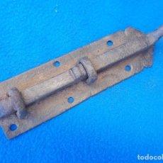 Antigüedades: ANTIGUO PESTILLO PASADOR DE HIERRO FORJADO ( P - 4 ). Lote 99282227
