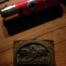 Antiquités: TROQUEL O SELLO DE IMPRENTA KONIG-PILSENER.. Lote 99396572