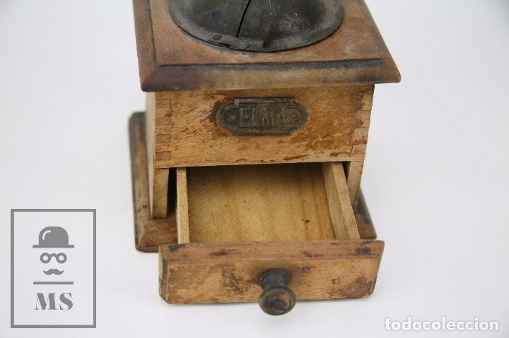 Antigüedades: Antiguo Molinillo de Café ELMA - Madera y Metal - Medidas 12 x 20 x 18 cm - Foto 4 - 99725143