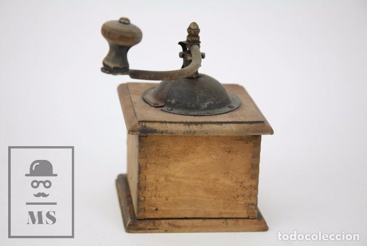 Antigüedades: Antiguo Molinillo de Café ELMA - Madera y Metal - Medidas 12 x 20 x 18 cm - Foto 7 - 99725143