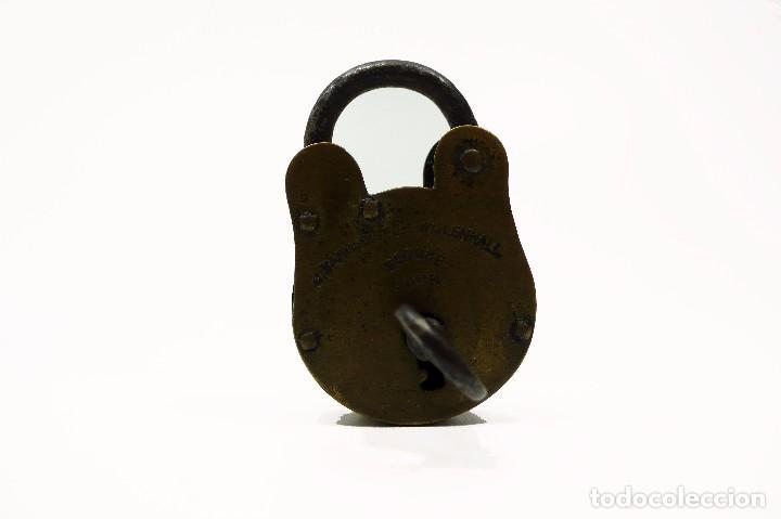 Antigüedades: Antiguo candado de hierro y latón J.Banks & Co- Willenhall UK - Foto 2 - 99726099
