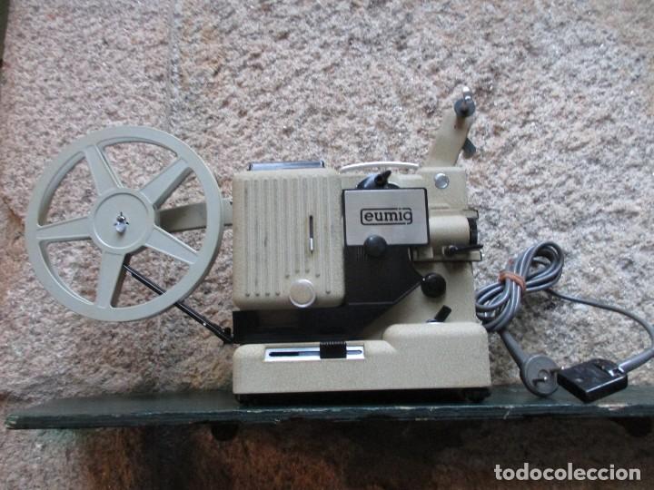 PROYECTOR MODELO ' EUMIG P8 ' AUSTRIA HACIA 1950/60 - CARECE LAMPARA, PROBADO, INC CAJA + INFO (Antigüedades - Técnicas - Aparatos de Cine Antiguo - Proyectores Antiguos)