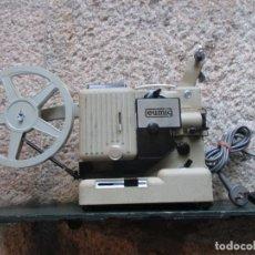 Antigüedades: PROYECTOR MODELO ' EUMIG P8 ' AUSTRIA HACIA 1950/60 - CARECE LAMPARA, PROBADO, INC CAJA + INFO. Lote 99985931