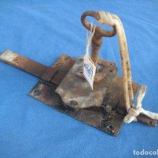 Antigüedades: ANTIGUA CERRADURA CON LLAVE. Lote 100105331