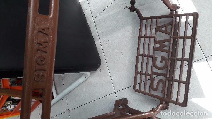 Antigüedades: maquina de coser con pie y mesa - Foto 4 - 100124619