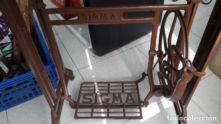 Antigüedades: maquina de coser con pie y mesa - Foto 5 - 100124619