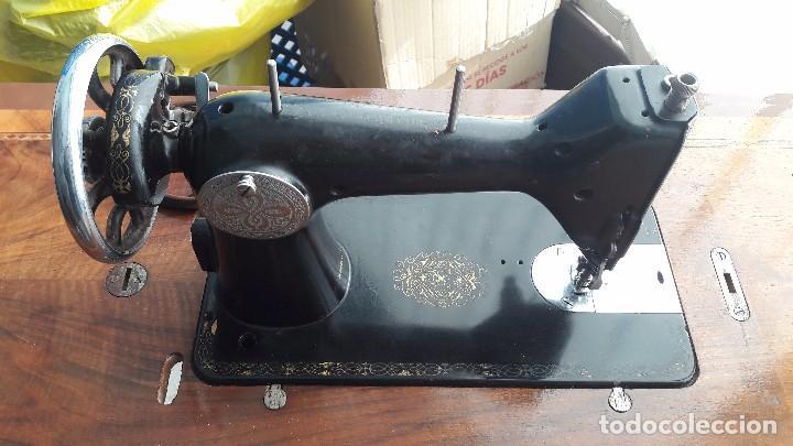 Antigüedades: maquina de coser con pie y mesa - Foto 6 - 100124619