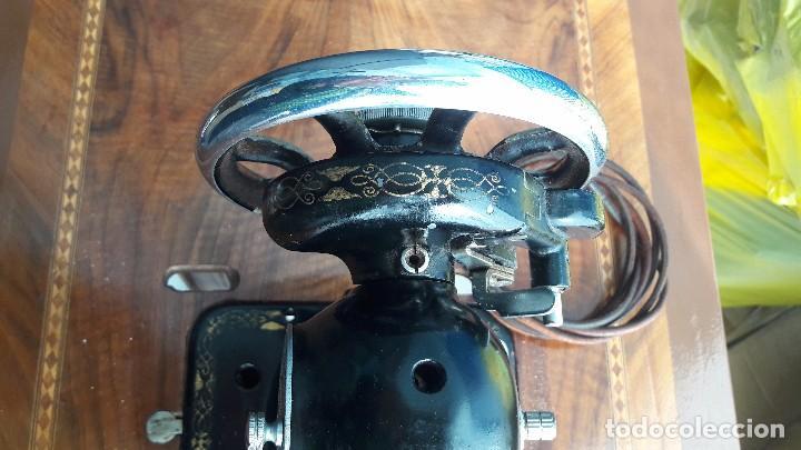 Antigüedades: maquina de coser con pie y mesa - Foto 7 - 100124619