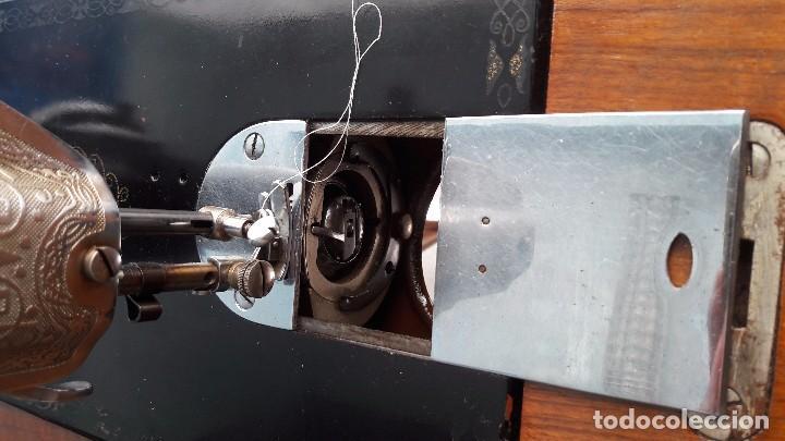 Antigüedades: maquina de coser con pie y mesa - Foto 10 - 100124619