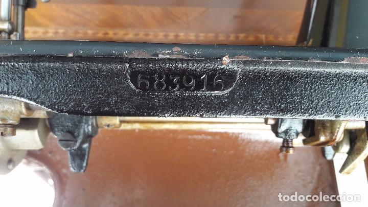 Antigüedades: maquina de coser con pie y mesa - Foto 12 - 100124619
