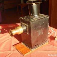 Antigüedades: ANTIGUA Y GRAN LINTERNA MAGICA ELECTRIFICADA EN 1900. Lote 100182175