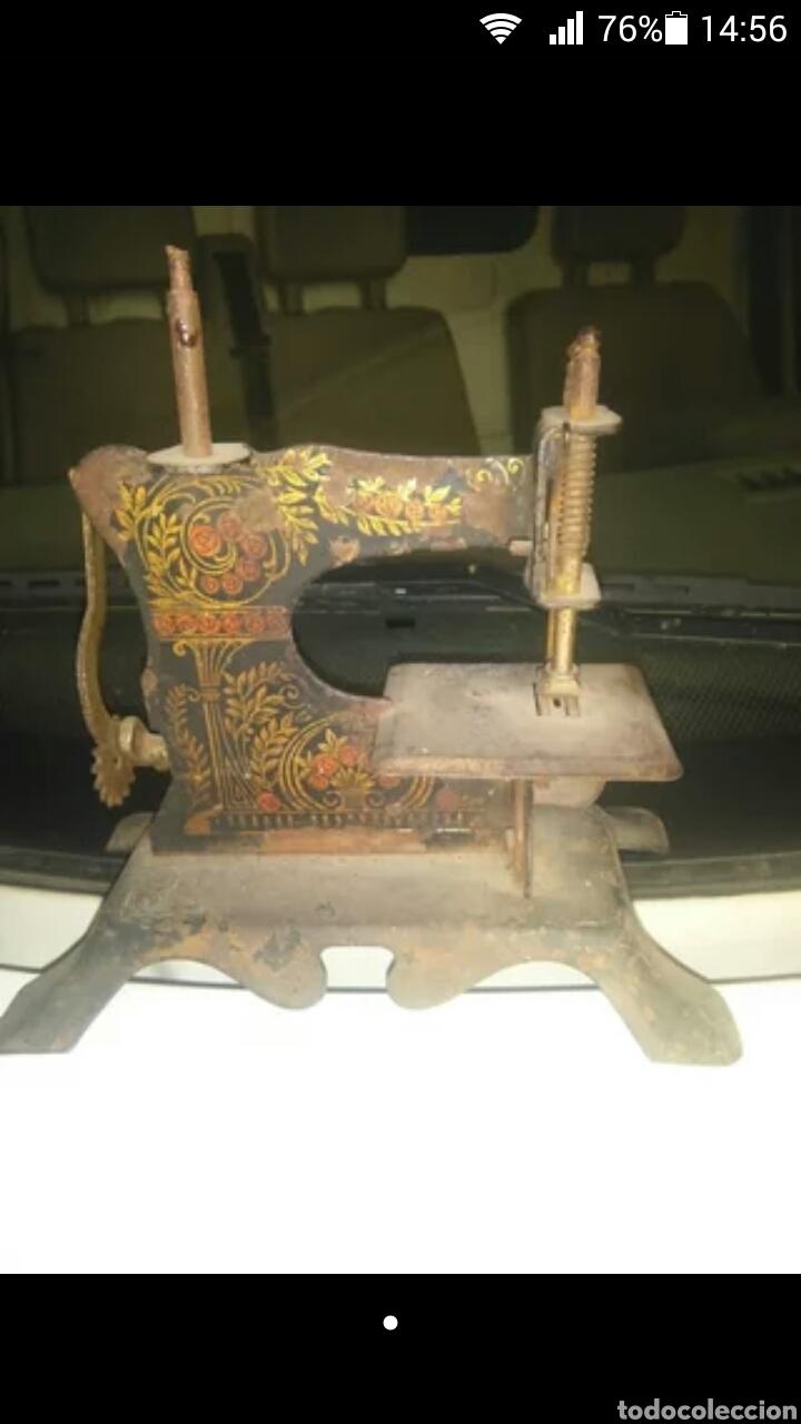 MAQUINA DE COSER PEQUEÑA (Antigüedades - Técnicas - Máquinas de Coser Antiguas - Otras)