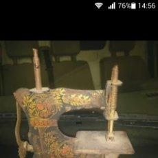 Antigüedades: MAQUINA DE COSER PEQUEÑA. Lote 100223515
