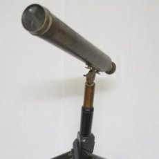 Antigüedades: TELESCOPIO ANTIGUO DE ORIGEN FRANCÉS, DE USO MILITAR, CON SU TRÍPODE Y SU ESTUCHE PARA TRANSPORTAR.. Lote 100289583