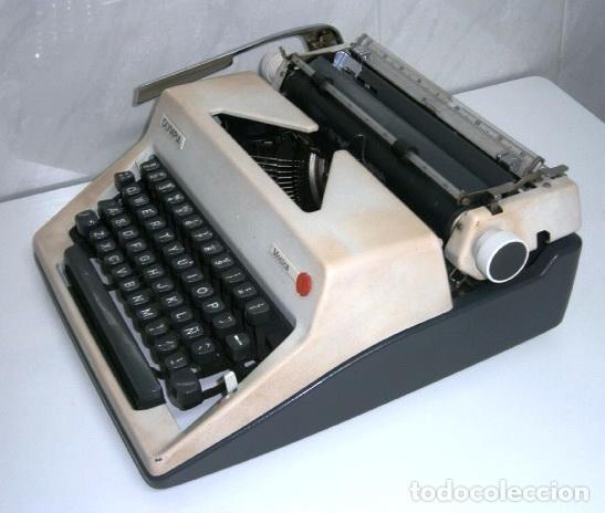 Antigüedades: Máquina de escribir de la marca Olympia, modelo Mónica en su estuche original - Foto 7 - 53848120