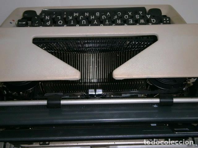 Antigüedades: Máquina de escribir de la marca Olympia, modelo Mónica en su estuche original - Foto 11 - 53848120
