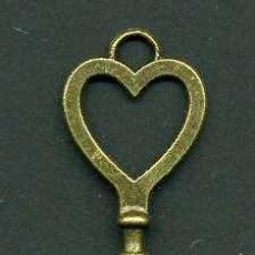Antigüedades: LLAVE VINTAGE DE BRONCE - MIDE 8,2 X 2,2 CENTIMETROS Y PESA 6,63 GRAMOS - ( CORAZON )Nº42. Lote 100448851