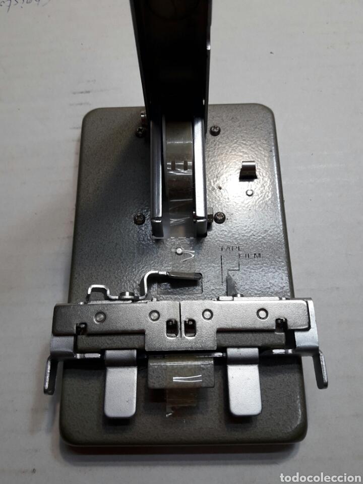 Antigüedades: Empalmadora antigua de películas 8mm en caja original - Foto 3 - 100466931