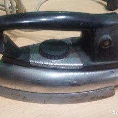 Antigüedades: ANTIGUA PLANCHA SOLAC ELÉCTRICA DE 125V. Lote 100554247