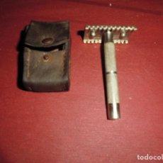 Antigüedades: MAGNIFICA ANTIGUA MAQUINILLA DE AFEITAR CON SU FUNDA MARCA BETER. Lote 100738823