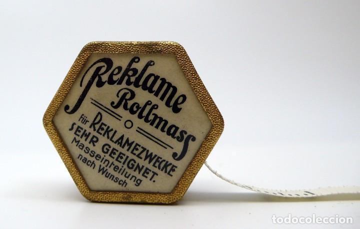 Antigüedades: Cinta métrica de metal cromado y celuloide con publicidad - Reclame Rollmass Alemania- años 30 - Foto 2 - 100753027