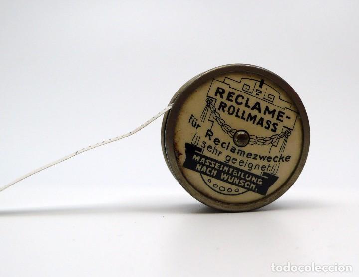 Antigüedades: Cinta métrica de metal cromado y celuloide con publicidad - Reclame Rollmass Alemania- años 30 - Foto 2 - 100753879