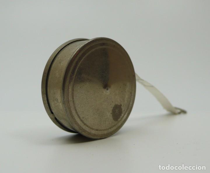 Antigüedades: Cinta métrica de metal cromado y celuloide con publicidad - Reclame Rollmass Alemania- años 30 - Foto 3 - 100753879