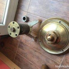 Antigüedades: ANTIGUO TIMON DE BARCO EN MADERA Y BRONCE. Lote 68725761