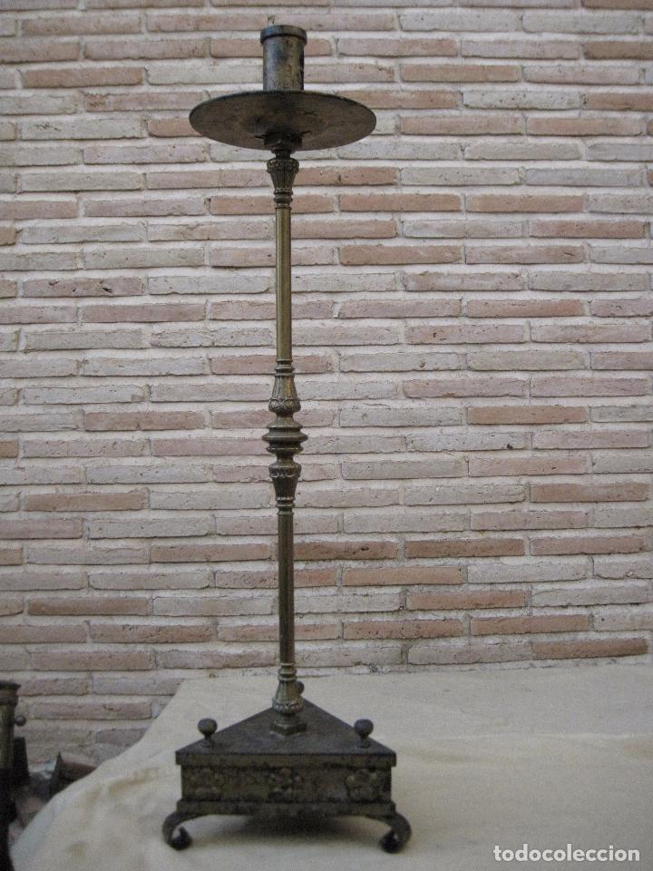 Antigüedades: HACHON ANTIGUO REALIZADO EN HIERRO FORJADO Y BALAUSTRE DE BRONCE. - Foto 3 - 100982951