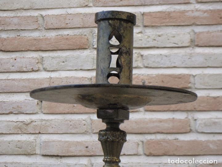 Antigüedades: HACHON ANTIGUO REALIZADO EN HIERRO FORJADO Y BALAUSTRE DE BRONCE. - Foto 8 - 100982951