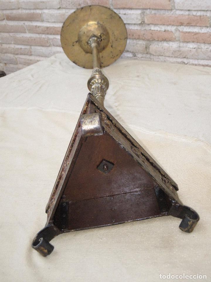 Antigüedades: HACHON ANTIGUO REALIZADO EN HIERRO FORJADO Y BALAUSTRE DE BRONCE. - Foto 14 - 100982951