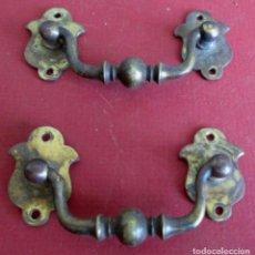 Antigüedades: PAREJA TIRADORES CAJÓN BRONCE - LATÓN MEDIDAS 8,5 X 3,5CM. . Lote 101000327