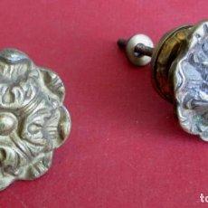 Antigüedades: PAREJA TIRADORES BRONCE – LATÓN DIÁMETROS 4,6 Y BASE 4,3 CM.. Lote 101002075