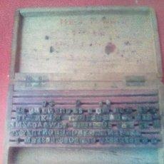 Antigüedades: PEQUEÑA CAJA CON LETRAS DE IMPRENTA . Lote 101064295