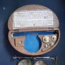 Antigüedades: ESTUCHE DE BALANZAS PARA PESAR MONEDAS CUÑO JP. Lote 101076023