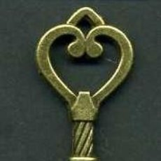 Antigüedades: LLAVE ANTIGUA DE BRONCE - MIDE 4,6 X 1,8 CENTIMETROS Y PESA 4,29 GRAMOS ( CORAZON ) - Nº146. Lote 101121047