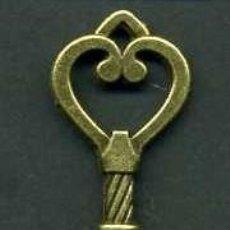 Antigüedades: LLAVE ANTIGUA DE BRONCE - MIDE 4,6 X 1,8 CENTIMETROS Y PESA 4,12 GRAMOS ( CORAZON ) - Nº147. Lote 101121067