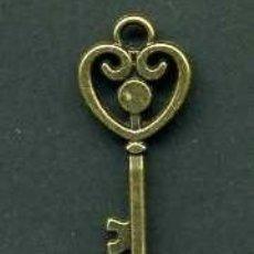 Antigüedades: LLAVE ANTIGUA DE BRONCE - MIDE 3,3 X 1,3 CENTIMETROS Y PESA 1,74 GRAMOS( CORAZON ) - Nº165. Lote 101123867
