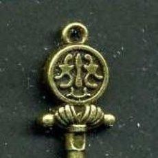 Antigüedades: LLAVE ANTIGUA DE BRONCE - MIDE 4,3 X 1,4 CENTIMETROS Y PESA 4,09 GRAMOS - Nº174. Lote 101124379