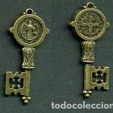 Antigüedades: LLAVE ANTIGUA DE BRONCE - MIDE 4,2 X 1,3 CENTIMETROS Y PESA 3,65 GRAMOS ( CRUZ Y SANTO ) - Nº215. Lote 124416867